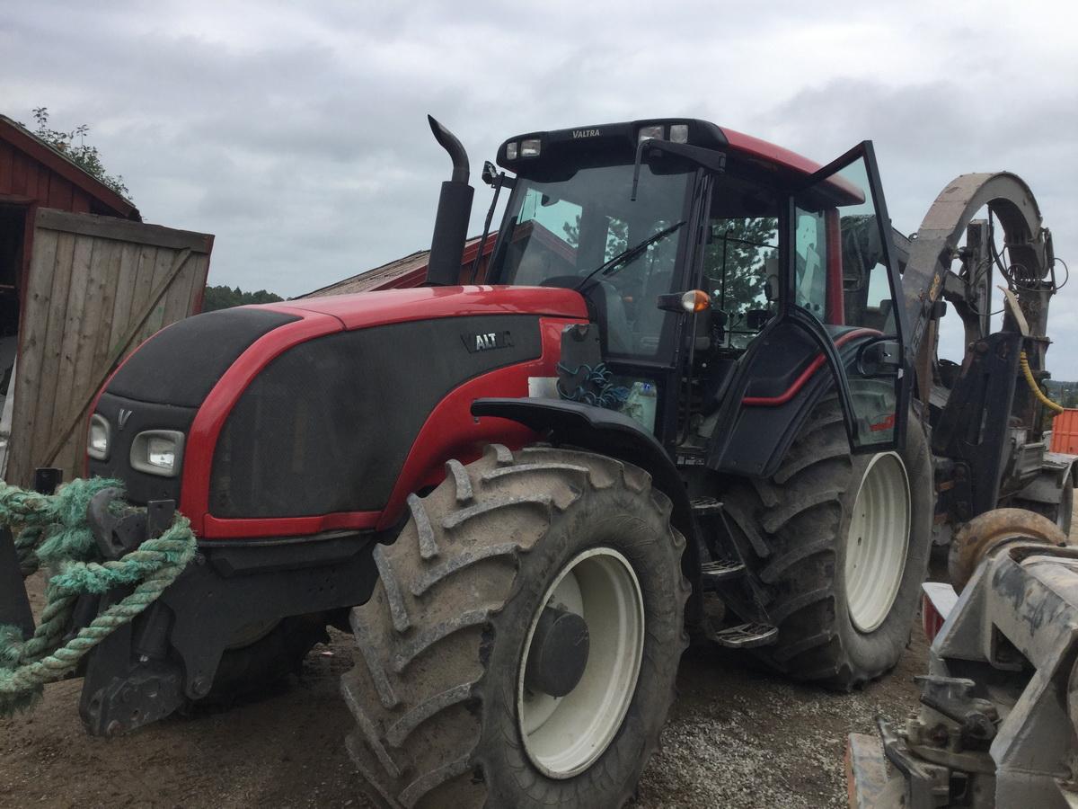 Traktorius Valtra T191 + smulkintuvas Kesla C645