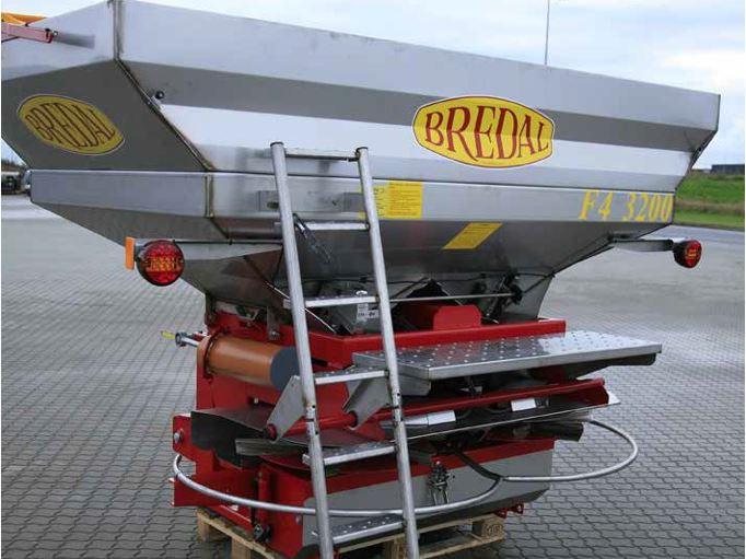 Bredal F4 - pakabinamas trąšų barstytuvas