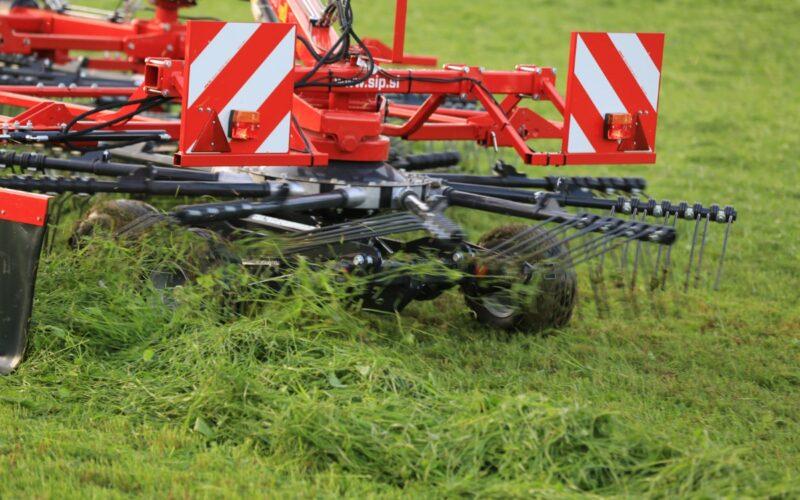 Dviejų rotorių grėbliai SIP